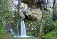 Santa Cueva en Covadonga. Cangas de Onís.