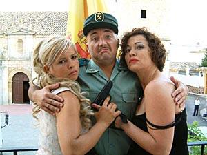 """Maxi con las actrices Lluvia Rojo y Eulalia Ramón en """"El Síndrome de Svensson"""" de Kepa Sojo."""