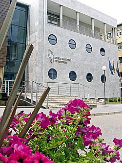 En la capital, Luanco, está el Museo Marítimo de Asturias.