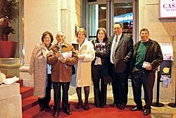 Miembros del grupo creador del Blog, acompañados de la técnica del Telecentro y del Alcalde de Candamo.