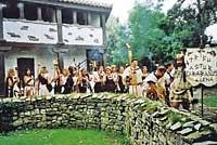 Vecinos de Carabanzo en el Festival Astur-romano de La Carisa.