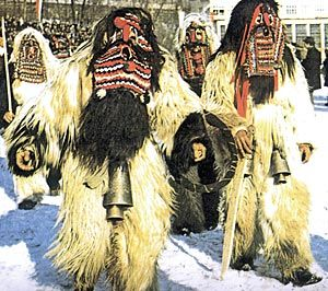 Mascarada de invierno en Bulgaria, al igual que las celebradas en Asturies