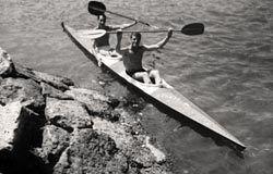 Carlos y Pipo Prendes, en el Descenso del Sella de 1962.