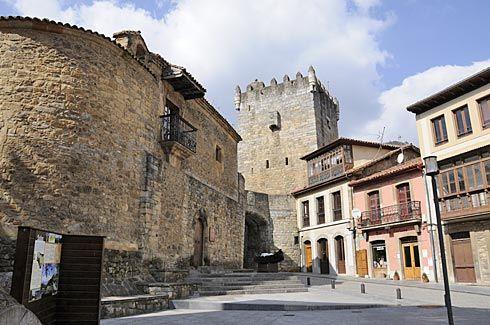 Torre medieval y Palacio Valdés-Salas