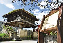 Hórreo en Bueño, Ribera de Arriba