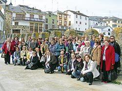 Mujeres participantes del programa Tiempo Propio con sus compañeras de Cangas de Onís