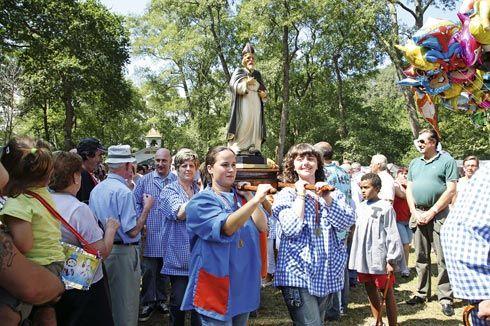 Fiesta de San Timoteo. Procesión de 2009, llevada por mujeres