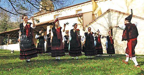 Grupo Folclórico Corri-Corri de Arenas de Cabrales