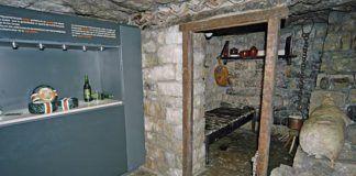 Cueva Exposición del queso Cabrales, en Arenas de Cabrales, junto al río Cares.