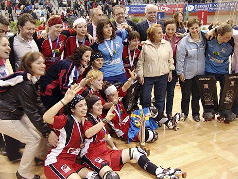 El Biesca Gijón H.C. celebrando el triunfo en mayo de 2010.