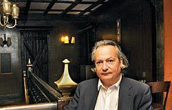 Braulio Antuña. Abogado y escritor. Autor del libro '¿Alguien me puede decir donde puñetas están mis maletas?'.