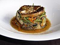 Salteado de setas, verduras y foie con jugo de pato