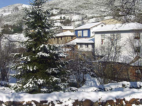 Rubiano, Pueblo Ejemplar de Grado 2010. En la imagen, el pueblo tras la nevada.