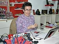Inés Hurtado, artesana de la bisutería.