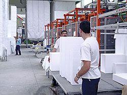 Trabajadores en el Polígono de Río Pinto (Coaña)