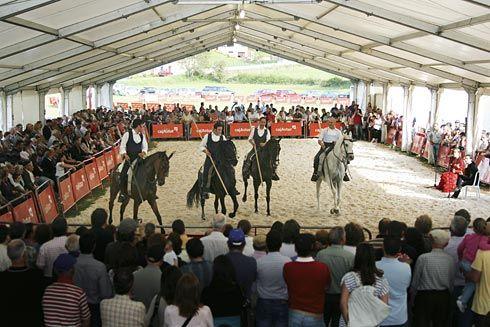Espectáculo ecuestre en el Concurso-Exposición de Ganado (Salas).
