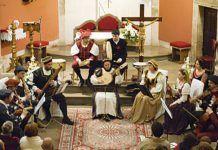 Actuación del Grupo Xistras, en la presentación de la Asociación Torazo Vivo.