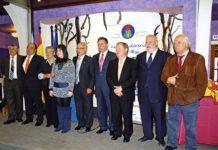 Galardonados en la Fiesta Literaria de la Mar, junto a los organizadores del acto