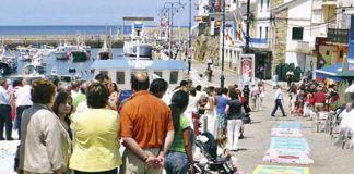 Alfombras realizadas con sal por el grupo El Muelle.