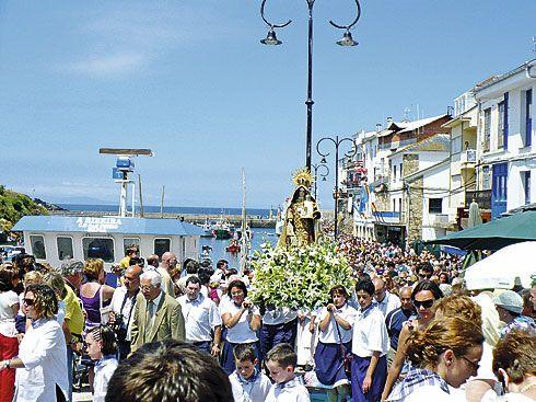 Procesión de la Virgen del Carmen en Tapia de Casariego.