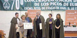 Cofradía de los Amigos del Queso Gamonéu. Entrega de diplomas al ganador del I Concurso de Pinchos de Gamonéu.
