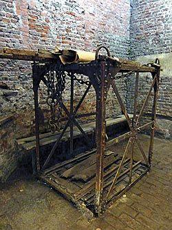 Jaula original empleada por los mineros