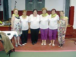 El grupo de Bolilleras con las profesoras Mª Luisa y Berta Martínez.