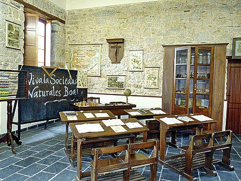 Interior del Centro de Interpretación de la Emigración y la Instrucción Pública, situado en el pueblo de San Luis.