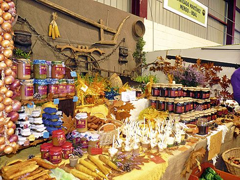 Expositor de miel de Boal, durante la celebración de la Feria de la Miel.