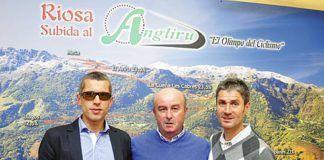 Alberto Suarez, José Antonio Muñiz y Martín Fiz en el homenaje a Alberto en Riosa.