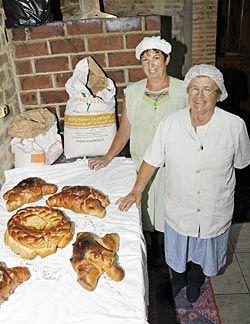 Elaboración del pan de escanda en Riosa.