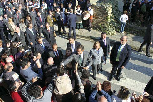 SSMM los Príncipes de Asturias en San Tirso de Abres, durante la entrega del Premio Pueblo Ejemplar 2011 a San Tirso de Abres.