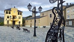 Plaza del Ayuntamiento en Santa Eulalia de Oscos