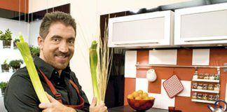 """Christian González, presentador del programa cocinero de la TPA """"El gusto es mío""""."""