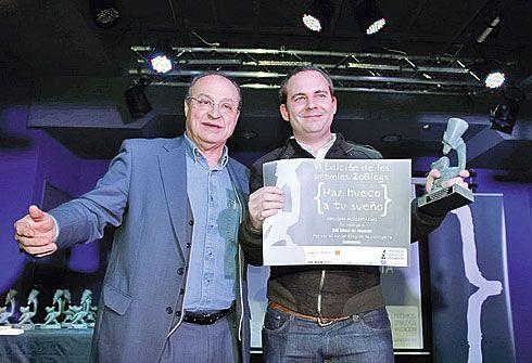 Manuel Pérez recogiendo el premio de 20Blogs.