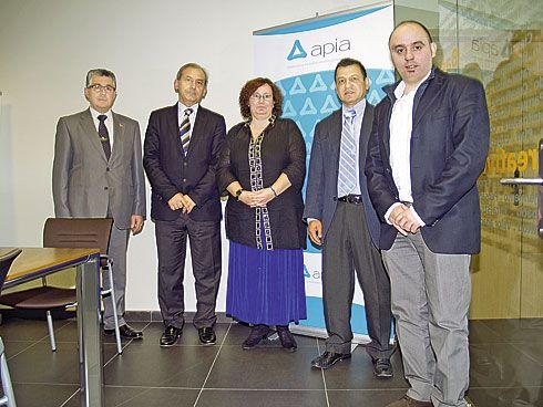 Presentación del estudio de polígonos APIA 2011. De izda a dcha: Angel Garnelo, Luis Noguera, Marisa Negrete, Diego Vélez y José Enrique Cima.