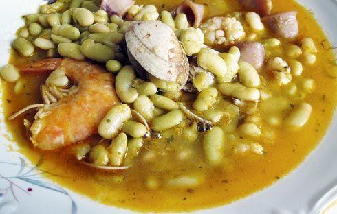 Fabes verdinas con marisco. Gastronomía en Tapia de Casariego.