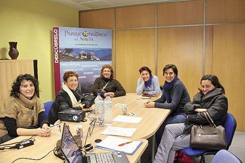 Mujeres de la Asociación en la sede de la Fundación Parque Histórico del Navia.