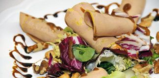 Ensalada de frutos secos. Plato elaborado por Jaime Rodríguez Fuente y Josefa del Soto Naredo, del Restaurante Punto y Coma.