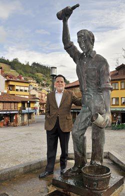 Félix Magdalena, escultor.