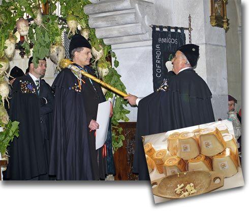 Pepe Sariego nombrando Cofrade de honor a Miguel Bosé, en enero de 2012. Quesos Afuega'l Pitu