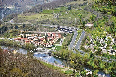 Vista del Nalón y la localidad de Soto Rei, Ribera de Arriba