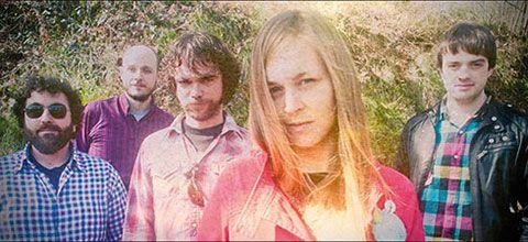 Grupo de música Losone.