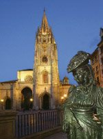 """La Regenta"", plaza de la catedral (Oviedo)"