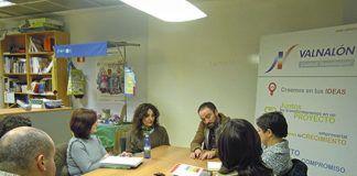 Reunión en Valnalón con orientadores para programar las visitas a empresas.