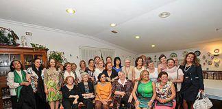 Gloria Grande Mingo acompañada por el Club de Guisanderas de Asturias