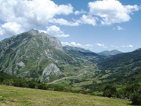 Vista del pico Torres desde Brañaredonda