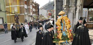 Procesión en honor a San Antón en Morcín