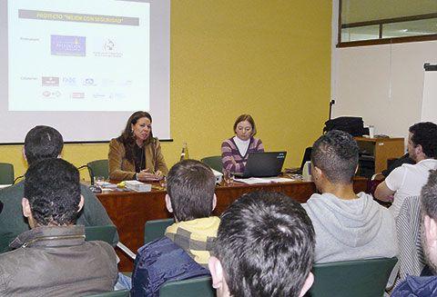 Presentación de 'Mejor con seguridad' en el IES de llanes