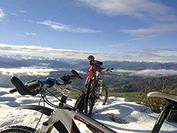 Ciclista en la Sierra de Tineo.